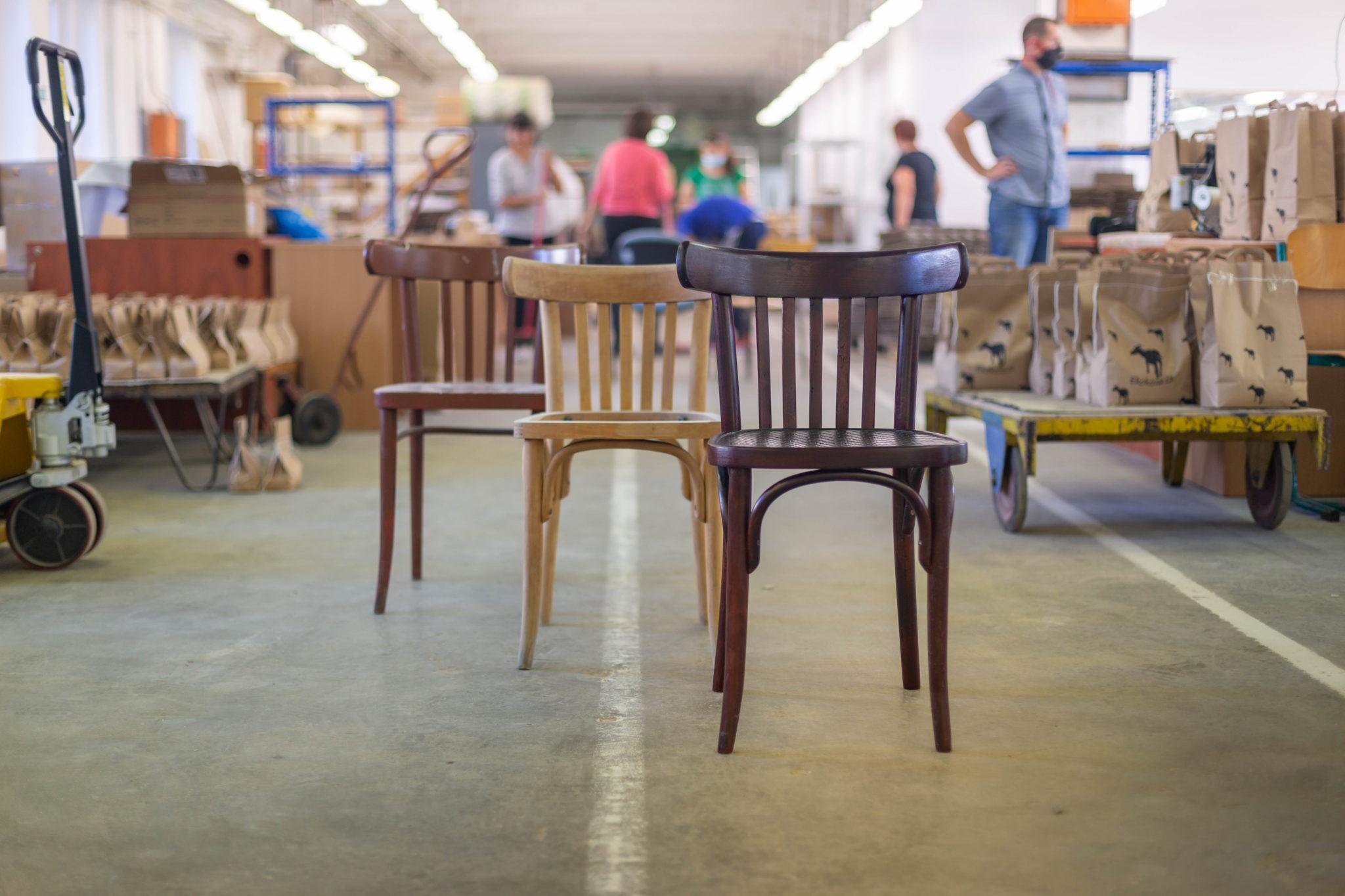 Fotka produktů chráněné dílny HelpSoul - renovace židlí